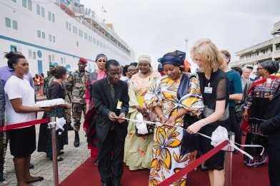 The First Lady of Guinea, Madame Djene Kaba Condé, cutting the ribbon with the Minister of Health and Warrie Blackburn, Managing Director, during the Arrival Ceremony.